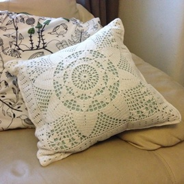 Filet lace cushion
