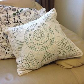 Filet lace cushion