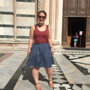 Non-posed box pleat skirt at the Duomo in Siena