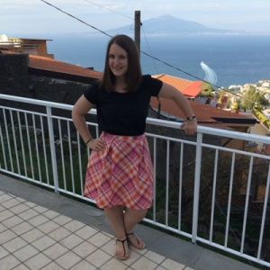 Another box pleat skirt and the Grainline scout tee, with Vesuvius sleeping in the background